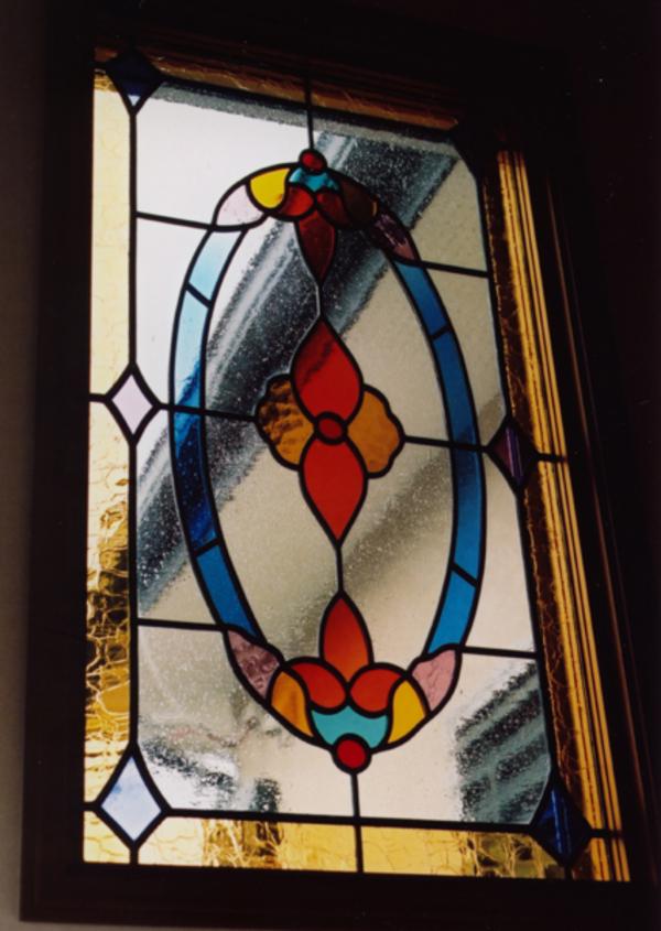 ステンドグラス オーダーメイド 階段踊り場窓のサムネイル