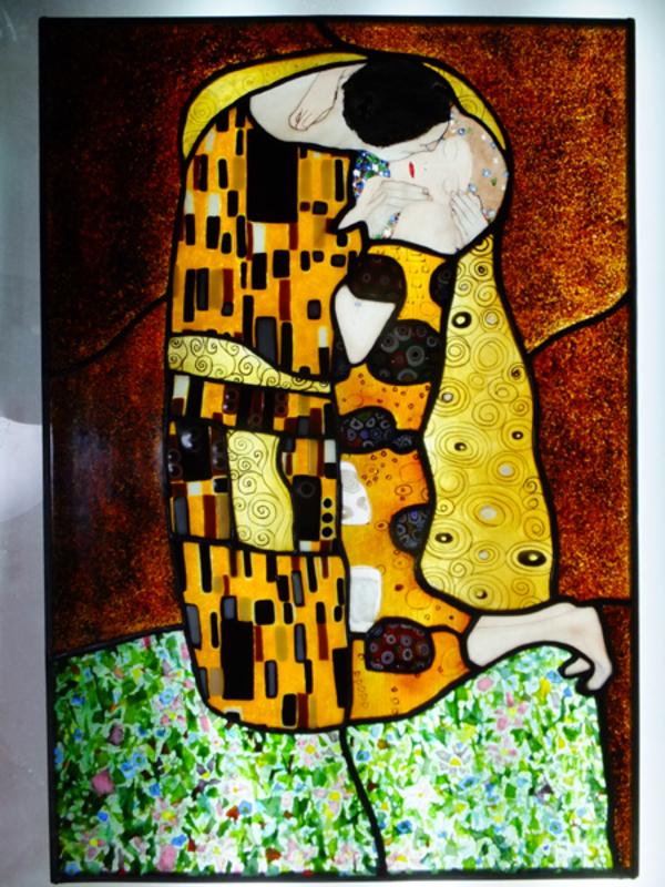 クリムト 「抱擁」ステンドグラスによる模写のサムネイル