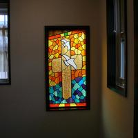 夕日に照らされる十字架 ステンドグラス オーダーメイド 新築 リフォームのサムネイル
