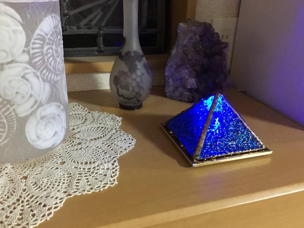 ブルーのピラミッド ステンドグラス オーダーメイド 新築のサムネイル