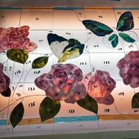 バラと蝶のステンドグラスパネル
