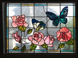 バラと蝶々のステンドグラス