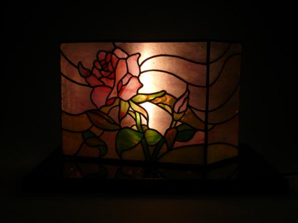 薔薇のステンドグラス、立体のサムネイル