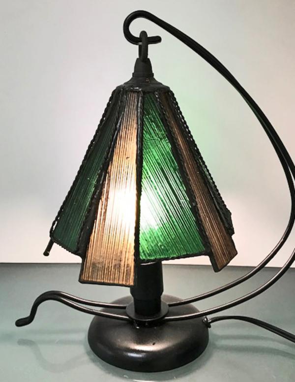 ステンドグラス 教室 フィブロイドガラスのランプ