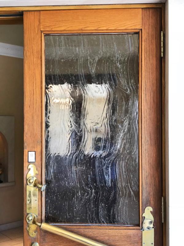 玄関ドアのステンドグラス