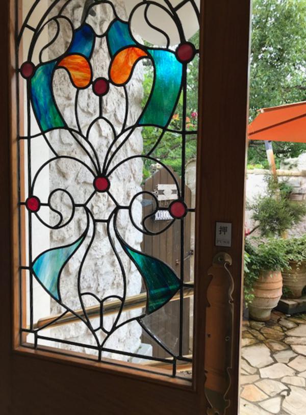 結婚式場のステンドグラスのサムネイル