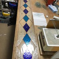 幾何学模様のステンドグラス、縦長のサムネイル