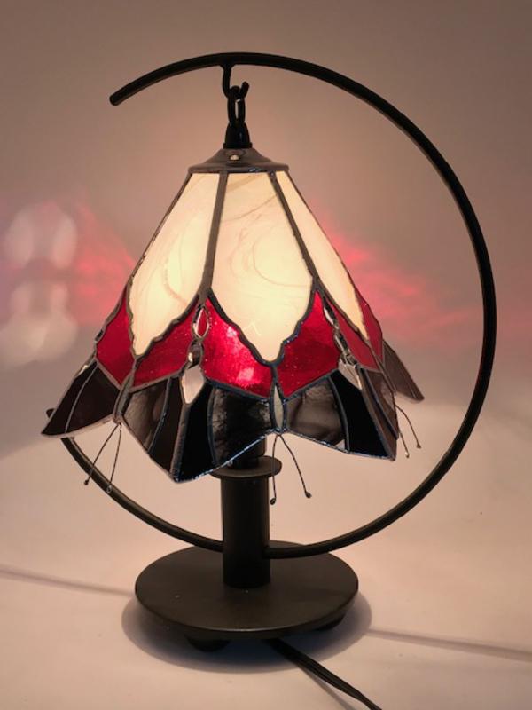 生徒さん、赤と黒の蝶々のランプ