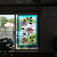 薔薇のステンドグラスのサムネイル